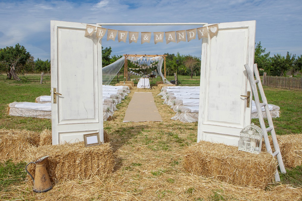 outdoor rural country wedding venue setting